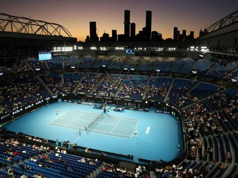 Afviklingen af Australian Open i 2021 trak overskrifter verden over, da tennisentusiaster i tusindvis fik lov til at komme ind på anlægget.