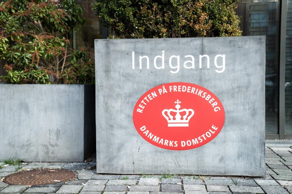 Klokken 14.30 fremstilles fem mænd i grundlovsforhør ved Retten på Frederiksberg i en sag om et drabsforsøg. (Arkivfoto)