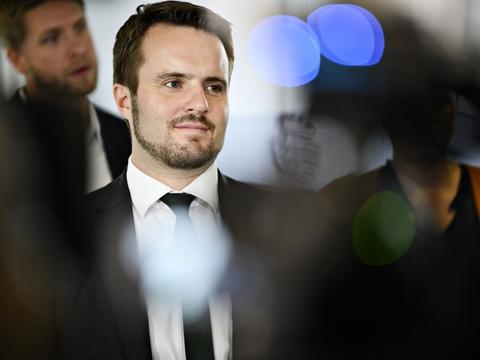 Erhvervsminister Simon Kollerup (S) er rystet over sagen om Danske Bank, der har indkrævet for meget gæld fra tusindvis af kunder. Han kræver nu en redegørelse fra banken. (arkivfoto).