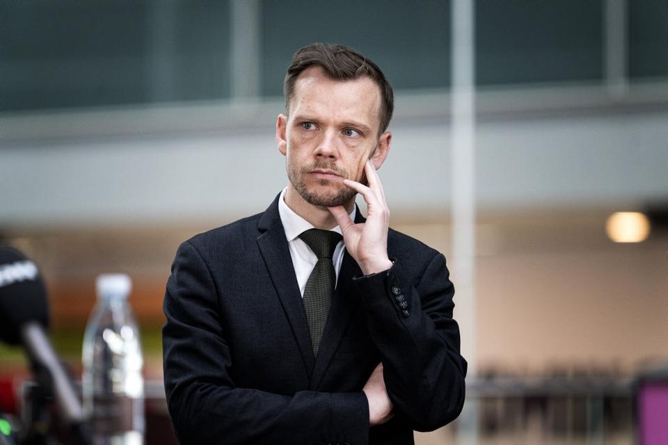 Beskæftigelsesminister Peter Hummelgaard (S) er sammen med Folketingets partier enige om en model for hjælp til de personer, som på grund af risikoen for at blive ramt hårdt at coronavirus, ikke kan gå på arbejde.