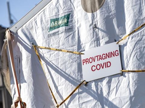 Antallet af registrerede døde med coronavirus i Sverige er lørdag på 3992. Det er en stigning på 67 siden fredag, oplyser Folkhälsomyndigheten. (Foto: Johan Nilsson/TT/Ritzau Scanpix)