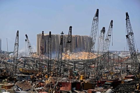 Der er store ødelæggelser i Libanons hovedstad, Beirut, efter at en eksplosion tirsdag ramte byens havn.