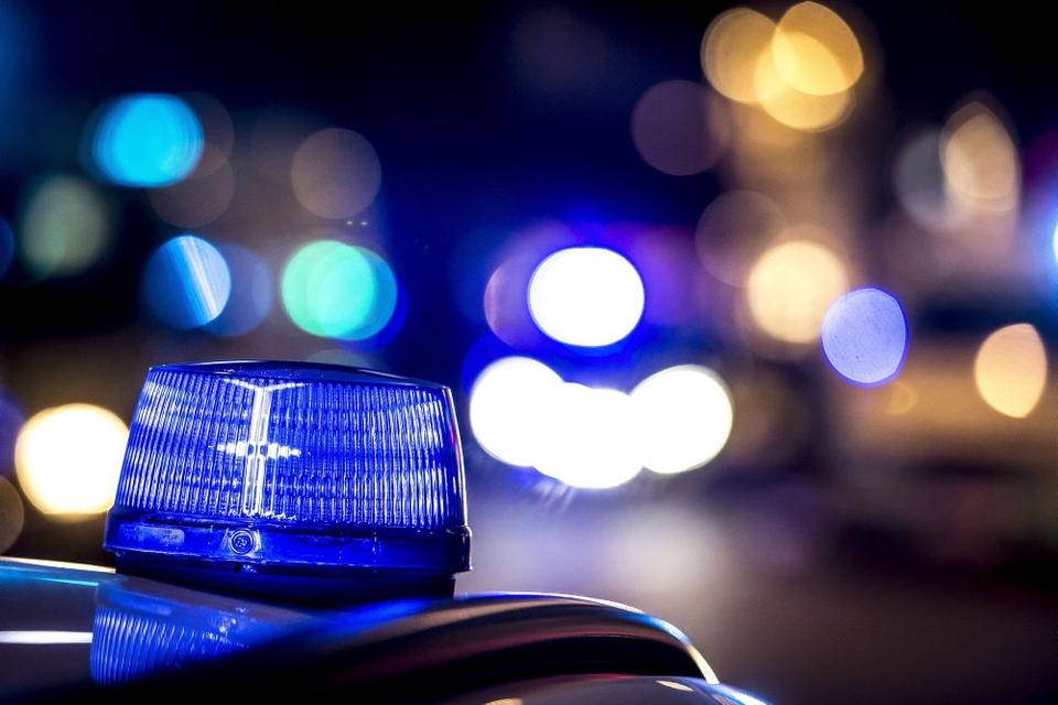 Enkelte af landets politikredse har anholdt flere for ulovligt brug af fyrværkeri, men i store træk melder de fleste kredse om en stille og rolig nytårsnat.