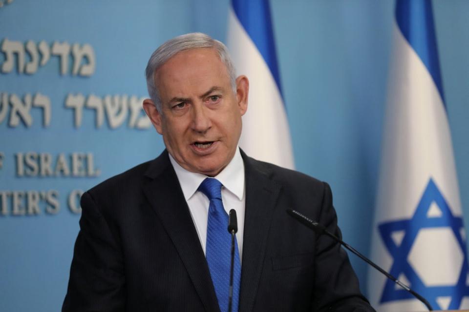 Israels premierminister, Benjamin Netanyahu, meddeler på et pressemøde torsdag aften, at der er indgået en aftale, der genetablerer diplomatiske forbindelser mellem Israel og De Forenede Arabiske Emirater.