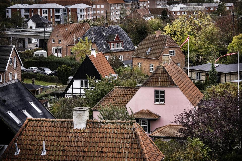 For anden måned i træk er de årlige prisstigninger på enfamiliehuse blevet overgået af prisstigningerne på ejerlejligheder. (Arkivfoto)