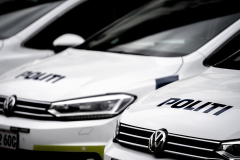 Midt- og Vestjyllands Politi sigtede lørdag aften 15 unge for at bryde forsamlingsforbud. De var samlet til fest i et værksted i Skave.