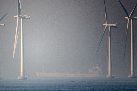 """Fragtskibet """"Ice Rose"""" ligger for anker i Øresund efter en kollision med et russisk krigsskib onsdag formiddag."""