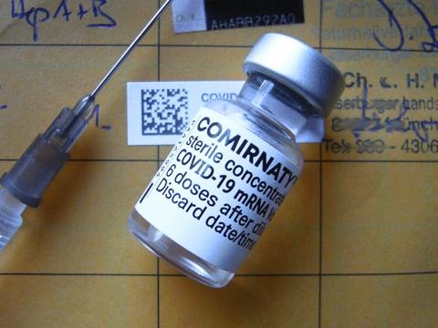 EU-Kommissionen har indgået kontrakt med BioNTech og Pfizer om køb af op til 1,8 milliarder vacciner for perioden 2021-23.