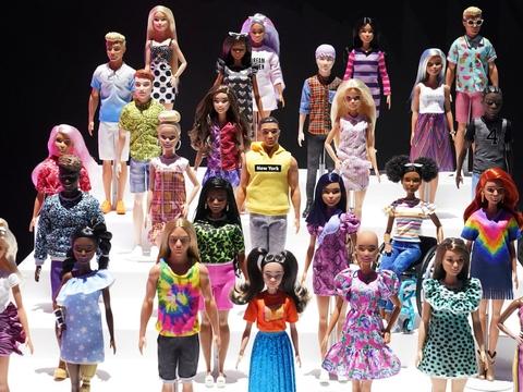 Mattels salg af Barbie-dukker viste tilbagegang i første kvartal, da mange legetøjsbutikker var lukket på grund af virusudbruddet.  (Arkivfoto)