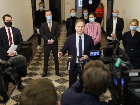 Med finansminister Nicolai Wammen (S) i spidsen kunne et flertal i Folketinget onsdag præsentere aftale, der skal kickstarte dansk økonomi.