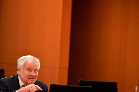 """Den tyske indenrigsminister, Horst Seehofer, har forbudt den højreekstreme gruppe """"Nordadler"""". Politiet er ved at gennemføre en række foranstaltninger mod gruppen i fire delstater. (Arkivfoto)"""