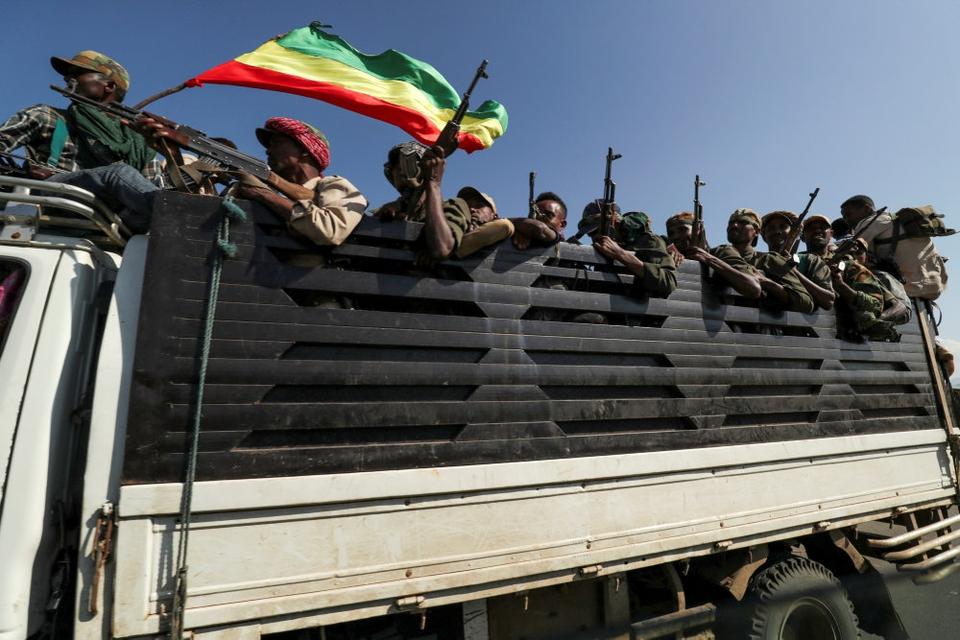 I over en uge har regeringsstyrker og lokal oprørsgruppe udkæmpet kampe i den nordlige Tigray-region i Etiopien. Mandag blev hundredvis af civile ifølge Amnesty International dræbt i byen Mai-Kadra.
