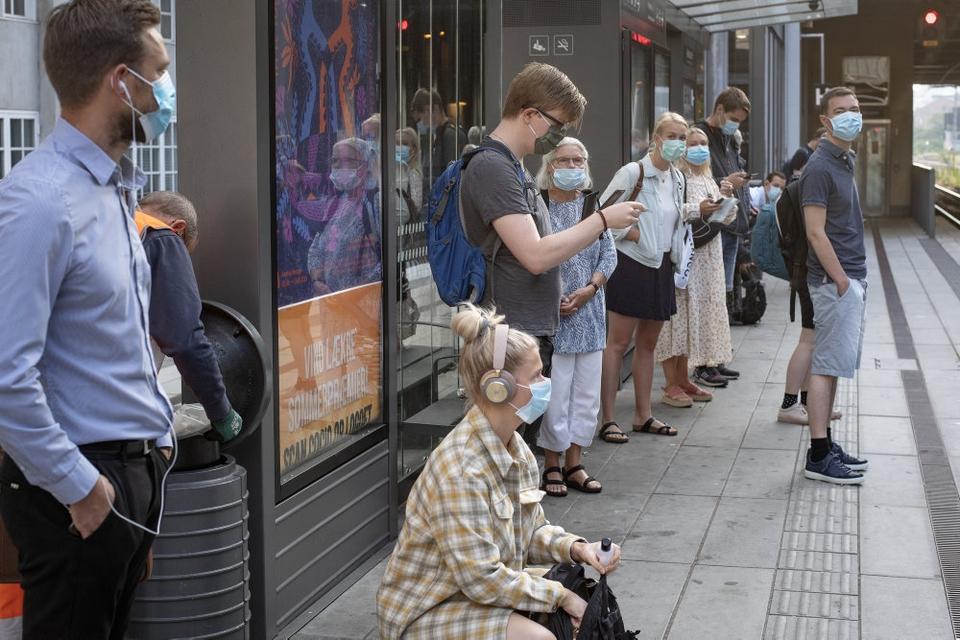 Passagerer med mundbind bliver et normalt syn i den offentlige transport i Aarhus de næste tre uger.