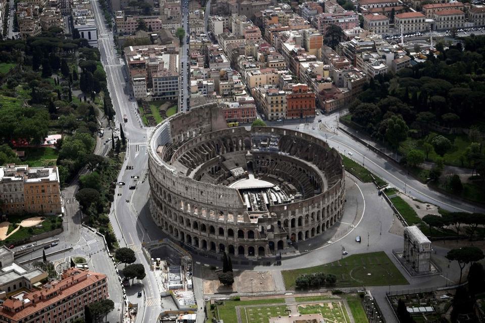 Colosseum blev bygget i det første århundrede og blev blandt andet brugt til offentlige henrettelser og gladiatorkampe.