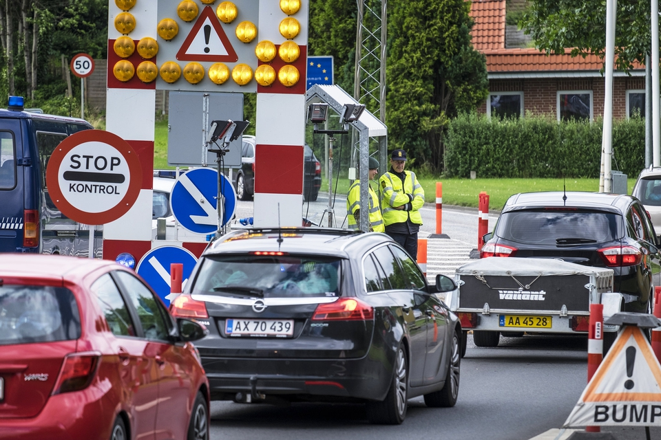 Grænsekontrollen ved Padborg. Tusindvis af kriminelle udlændinge trodser indrejseforbud og sniger sig alligevel udenom grænsekontrol og ind i Danmark. (Foto: Johan Wessman/News Øresund)