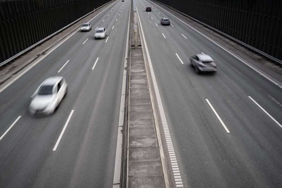 Fra 1. januar til 27. maj er der givet en forkert tillægsbøde til cirka 1400 bilister, der har overtrådt hastighedsgrænserne med mindst 30 procent på de danske motorveje. (Arkivfoto)