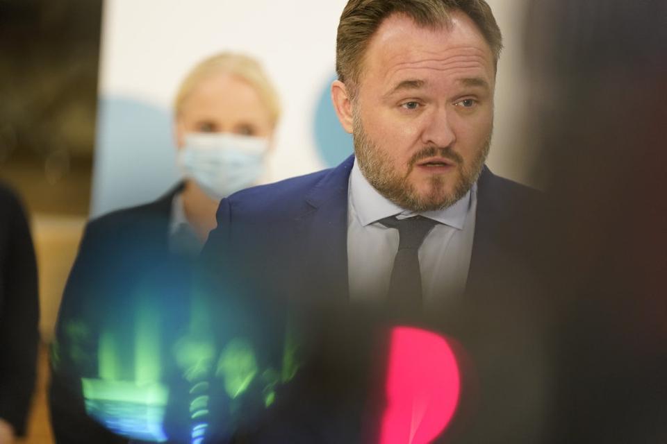 Et flertal i Folketinget er enige om at stoppe for det danske olie- og gaseventyr i Nordsøen i 2050. Aftalen blev præsenteret i Klimaministeriet torsdag aften af klimaminister Dan Jørgensen (S).