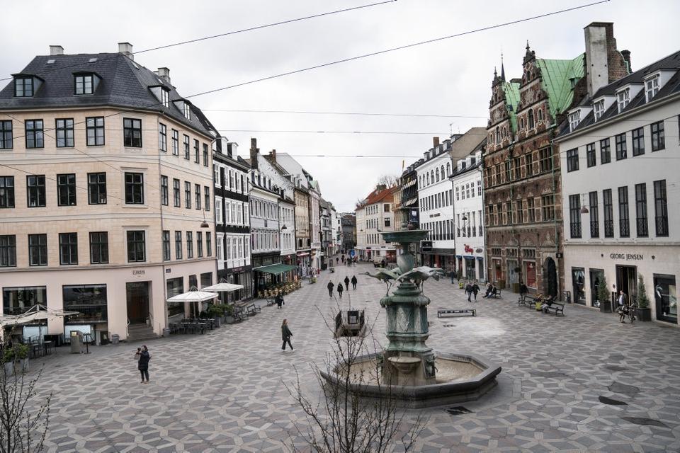 Turisterne bliver i stor grad væk fra Danmark på grund af coronakrisen, og det går hårdt ud over hotelbranchen. (Arkivfoto)