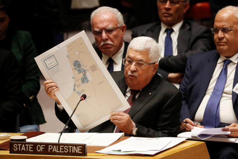 På et møde i FN's Sikkerhedsråd afviste lederen af det palæstinensiske selvstyre, Mahmoud Abbas, USA's fredsplan for Mellemøsten, der blev offentliggjort sidst i januar.