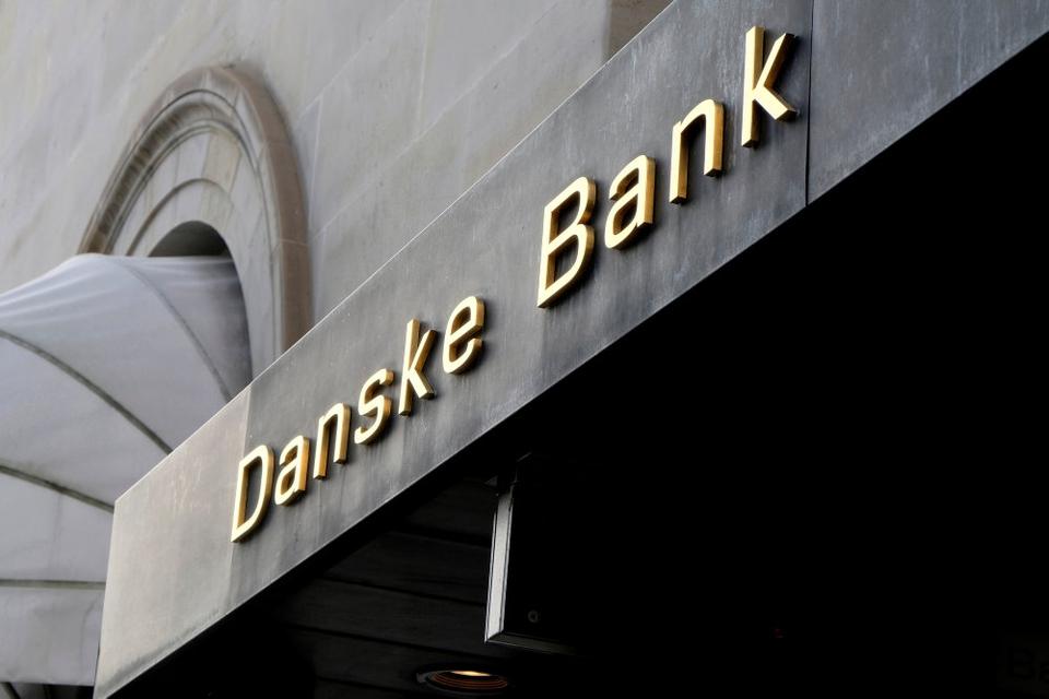 Danske Bank har i forvejen et ansættelsesstop, men det bliver nu suppleret med et tilbud om frivillig fratræden til 2000 af de ansatte i Danmark. (Arkivfoto)