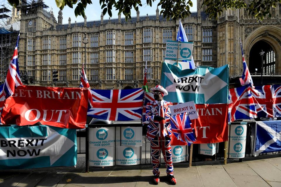 Nu bliver der ikke længere brug for de farverige manifestationer foran det britiske parlament. For onsdag er brexit-loven kommet i hus, og 31. januar skilles EU og Storbritannien. (Arkivfoto)