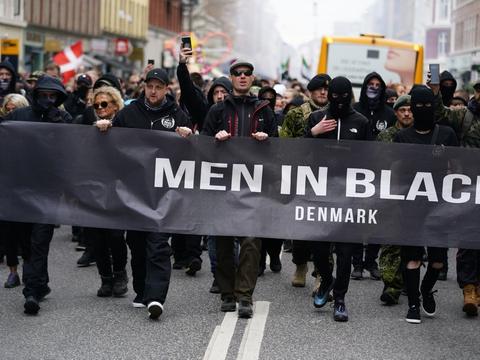 Men In Black protesterede lørdag under, hvad bevægelsen kalder et begravelsesoptog for frihedsrettighederne.