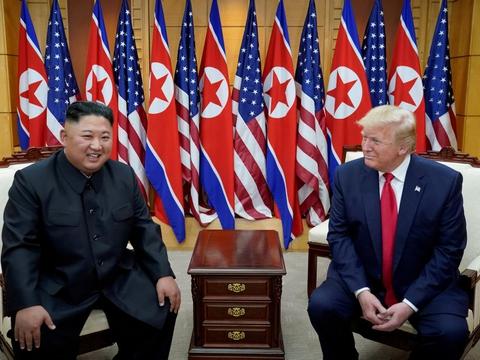Flere møder mellem Trump og Kim Jong-un skabte en overgang forhåbninger om, at Nordkorea ville stoppe sit atomprogram. Men nu er forholdet mellem de to lande nær frysepunktet.