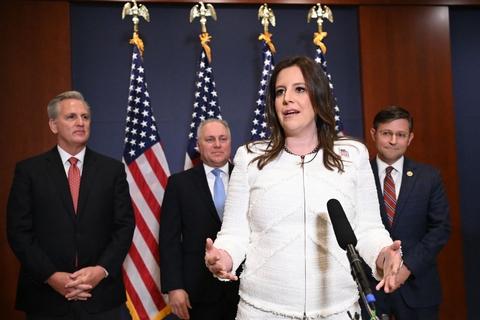Elise Stefanik på et pressemøde fredag, hvor Republikanerne valgte det 36-årige kongresmedlem til partiets tredjemest magtfulde post i Repræsentanternes Hus.