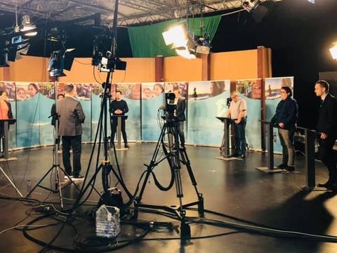 Partilederdebat på grønlandsk fjernsyn op til valget i april