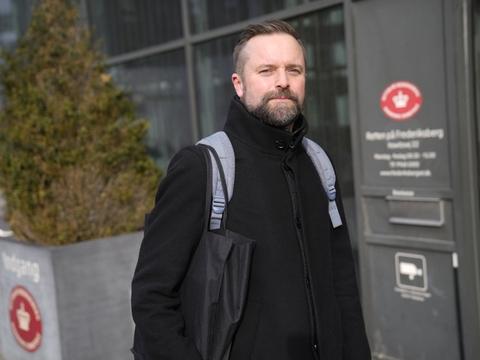 Senioranklager Søren Harbo argumenterede i Retten på Frederiksberg fredag for, at varetægtsfængslingen af tre mænd, der er sigtet for trusler mod statsministeren, skulle have fængsling forlænget.
