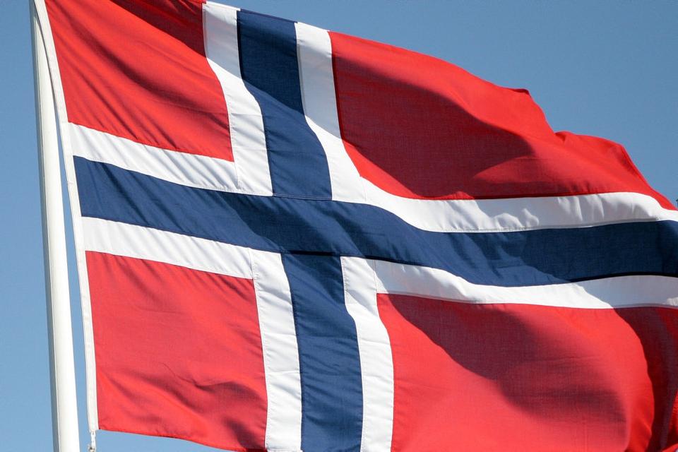 Den anholdte nordmand, som er sigtet for Pionage, arbejder for Det Norske Veritas. Hans speciale bragte ham i kontakt med norsk forsvar.