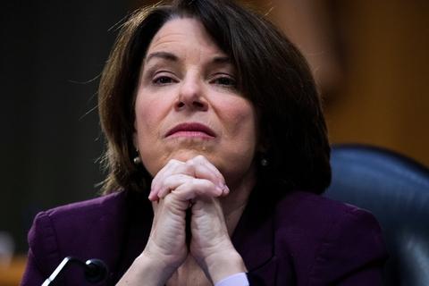 Klobuchar stillede selv op til kapløbet om at blive Demokraternes præsidentkandidat, men i marts trak hun sig og meddelte, at hun støtter Biden. Nu har hun også trukket sig som vicepræsidentkandidat. (Arkivfoto)