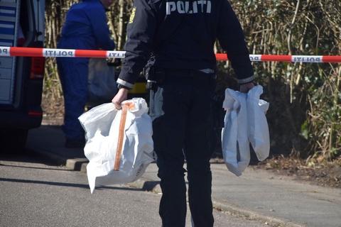 Politiet har arbejdet dagen igennem på Parkvænget i Silkeborg, hvor en person fredag morgen blev fundet død. Intet tyder dog på en forbrydelse, oplyser politiet midt på eftermiddagen.
