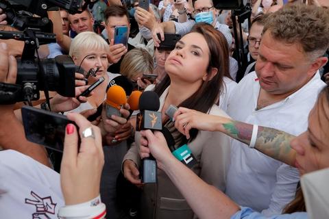 Svetlana Tikhanovskajas stab kunne mandag ikke få kontakt med hende, efter at hun besøgte valgkommissionen i Minsk. Hun er nu ankommet sikkert til Litauen.