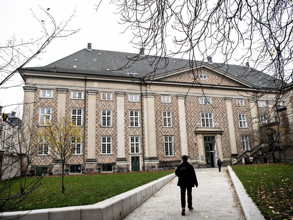 En 33-årig mand med tyrkisk baggrund er ved Østre Landsret blevet idømt seks års fængsel og udvisning af Danmark på grund af våbenbesiddelse og afpresning. (Arkivfoto)