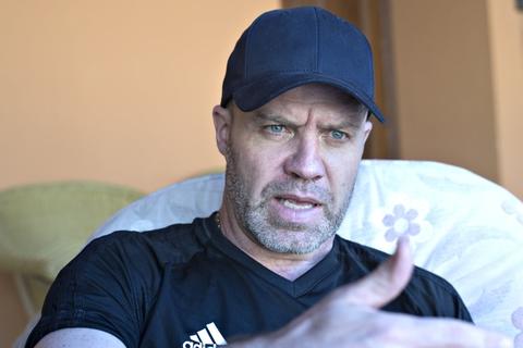 Stig Inge Bjørnebye ses her på det pressemøde, hvor Nicklas Bendtner blev præsenteret som ny Rosenborg-angriber.