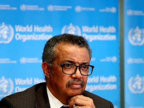 Intet land bør på nuværende tidspunkt sænke paraderne over for coronapandemien, siger WHO-chef mandag på et virtuelt pressemøde. Det seneste døgn er der registreret 136.000 nye tilfælde af coronavirus på verdensplan.