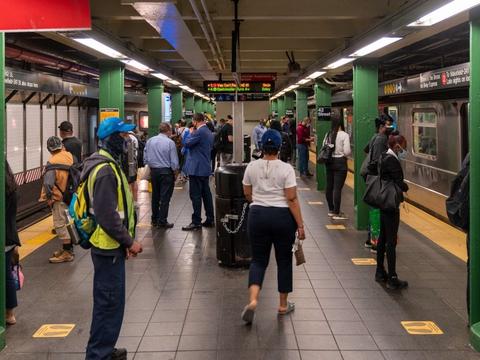 Dele af USA's største by, New York City, er begyndt at genåbne efter lang tids nedlukning grundet coronakrisen.