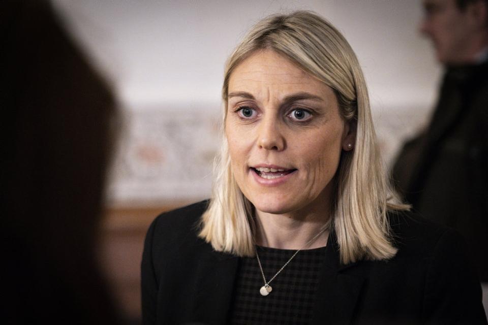 Forsvarsminister Trine Bramsen (S) kan ikke give en løftet pegefinger til hverken kronprins Frederik eller toppen af Forsvaret i sag om møder mellem parterne. (Arkivfoto)