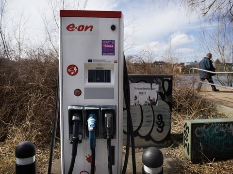 Investeringer i elbilernes infrastruktur bliver af Klimarådet foreslået som et tiltag i den grønne omstilling. (Arkivfoto)