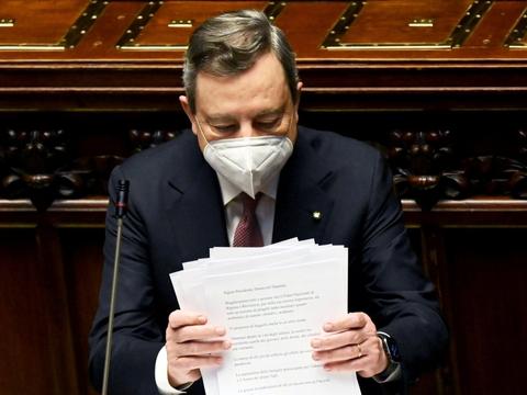 """Mario Draghi siger mandag, at genopretningsplanen vil hjælpe med at """"reparere økonomien og den sociale skade"""" forårsaget af pandemien."""