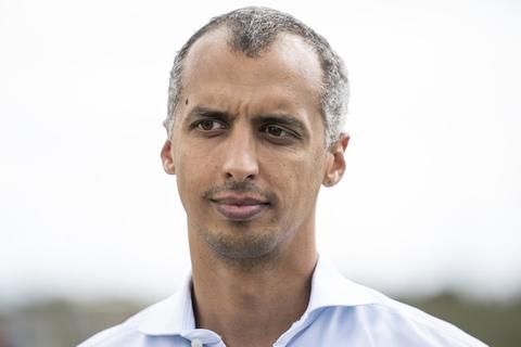 Udlændinge- og Integrationsminister Mattias Tesfaye (S) har besluttet, at Danmark skal tage imod 200 kvoteflygtninge fra Rwanda i år. Der var ellers afsat penge til 500 kvoteflygtninge på finansloven, men integrationsudfordringerne er for store til, at Danmark kan tage imod så mange, mener Tesfaye.