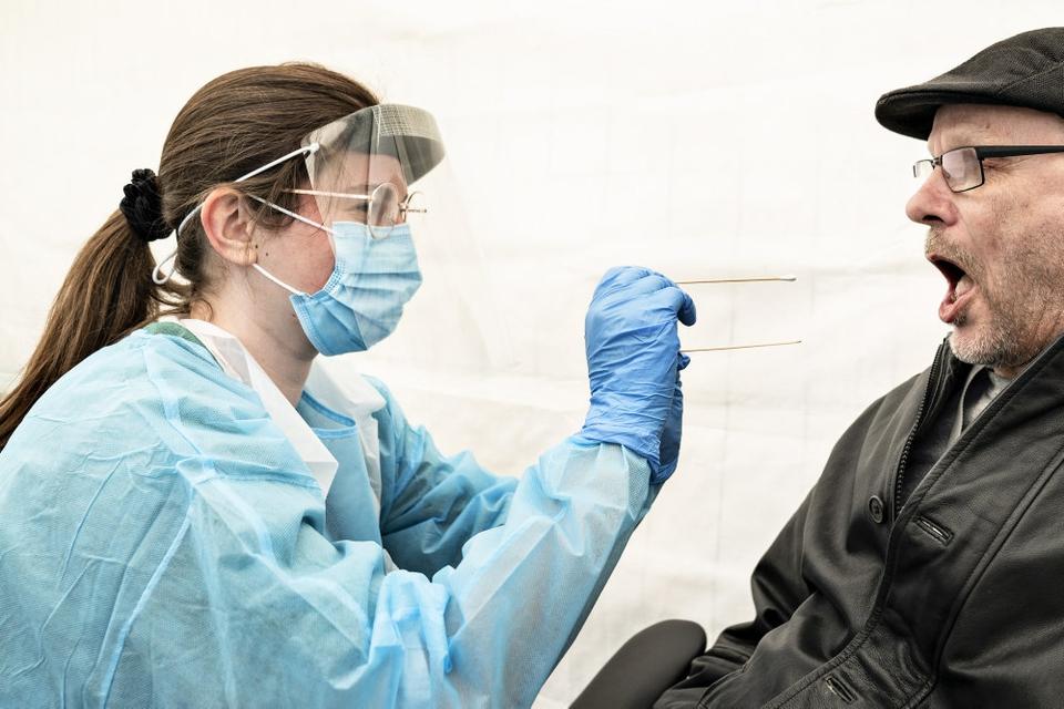 Statens Serum Institut oplyser onsdag aften, at en teknisk fejl i analyseproceduren ved covid-19-prøver har gjort, at 49 borgere ved en fejl har fået at vide, at de er smittet med coronavirus. (Arkivfoto)