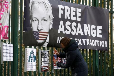 Julian Assange sidder i øjeblikket varetægtsfængslet i et fængsel i London, mens han venter på en høring om udlevering til USA. (Arkivfoto)