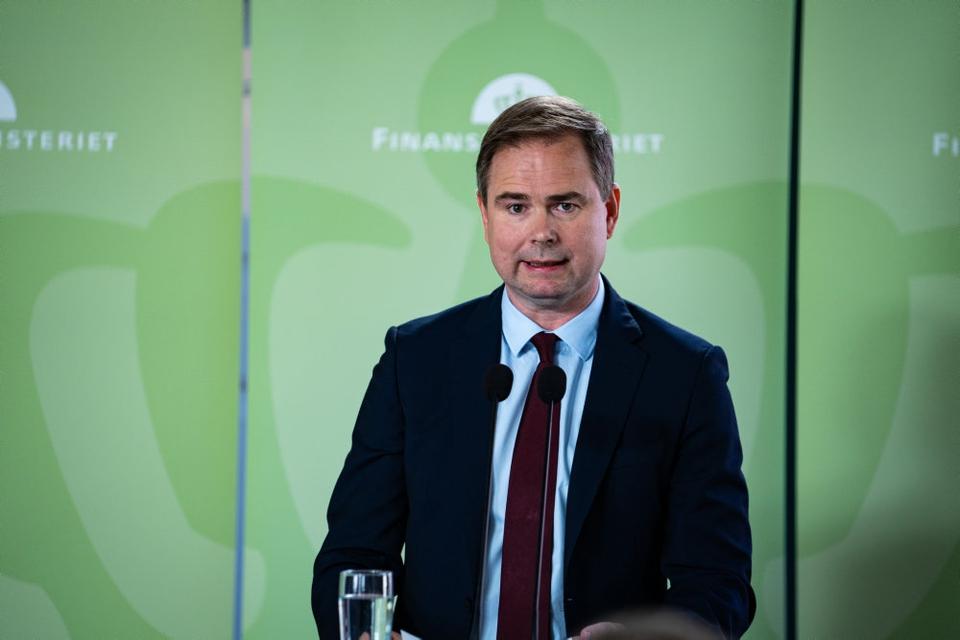 Finansminister Nicolai Wammens (S) præsentation af regeringens finanslovsforslag lover ikke godt for Danmarks økonomi, mener blå partier.