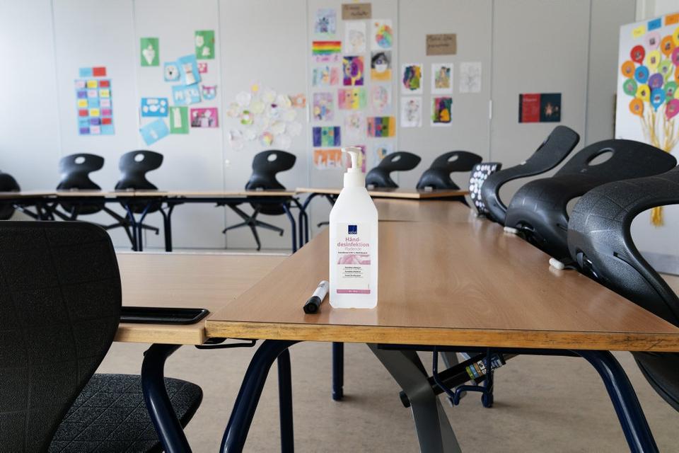 I øjeblikket er der kun halvt fyldt op på landets skoler grundet coronaretstriktioner. (Arkivfoto)