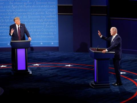 I nattens tv-debat mellem de to præsidentkandidater bad Joe Biden Donald Trump om at holde kæft i et forsøg på at få ham til at stoppe med at afbryde.