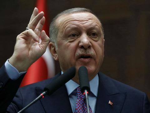 - Hundredtusinder har krydset grænsen, og snart vil det være millioner, siger den tyrkiske præsident Recep Tayyip Erdogan i en tv-tale. (Foto: Adem Altan/AFP/Ritzau Scanpix)