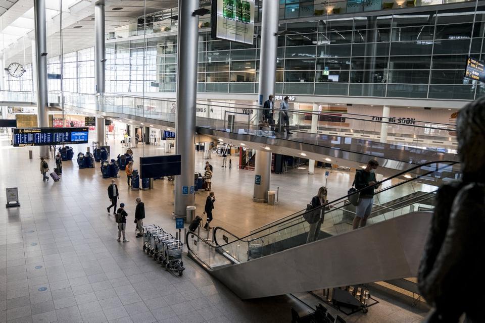 Fra onsdag 24. februar skal luftfartsselskaber tre timer efter ankomst til Danmark kunne videregive passageroplysninger til Styrelsen for Patientsikkerhed. (Arkivfoto)