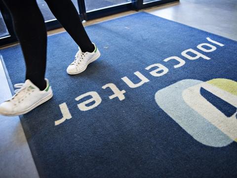 I flere af landets regioner vil der igen være mulighed for at komme til fysiske møder i jobcentrene - mens der i Hovedstaden og på Sjælland vil blive tilbudt digitale møder. (Arkivfoto).